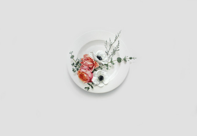 Eating Flower_112.1x162.2cm_oil on canvas_2018_윤영혜_유칼립투스,아네모네,장미.jpg